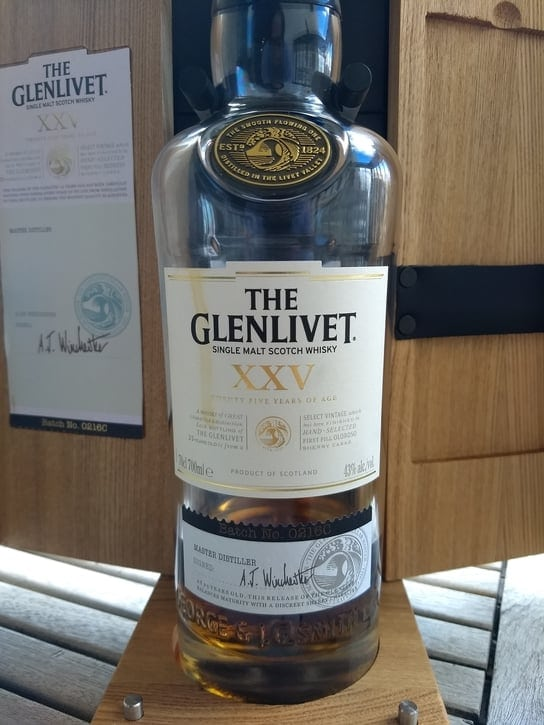 glenlivet 25 front compressed